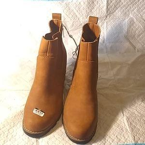 Women's boots slip on
